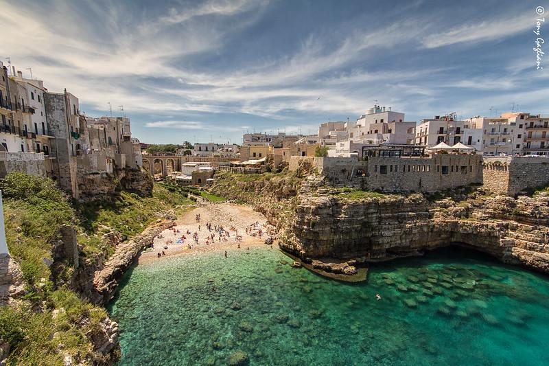 Puglia látnivalói  - Polignano a mare a pici öblöcske