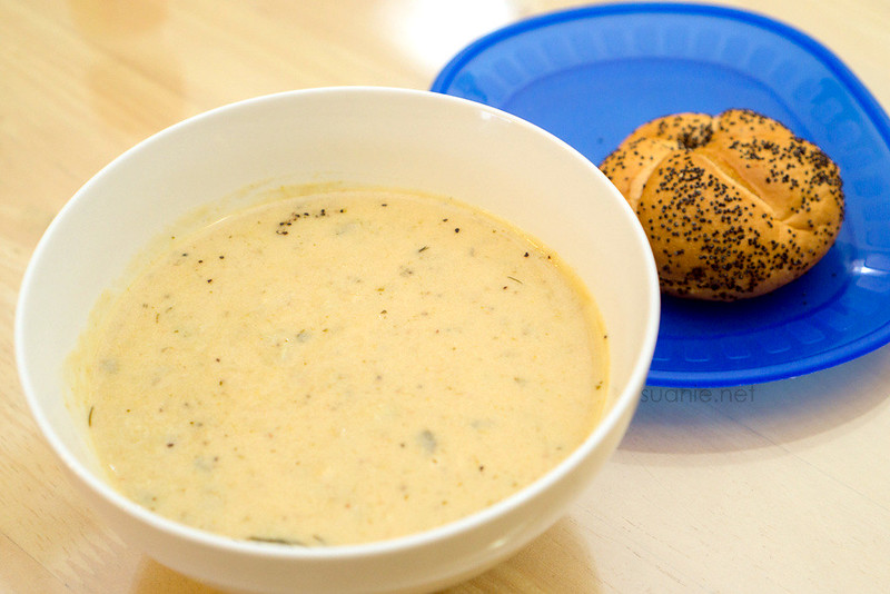 Recipe Lance Clam Chowder with bread