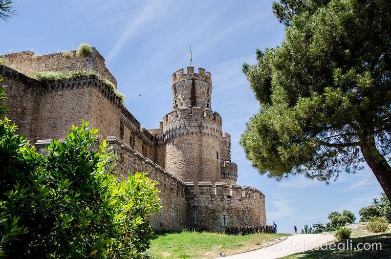 Castillo de Manzanares el Real en un fin de semana en la sierra de Madrid