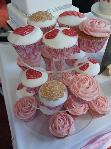 Heart & Rose Swirls Cupcakes (side view) | by platypus1974
