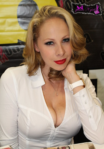 Gianna Michaels - Blonde Hair  Gianna Michaels Sporting -8887