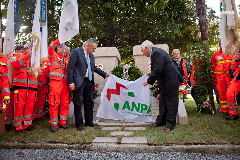 Genova - L'inaugurazione del monumento ai volontari Anpas