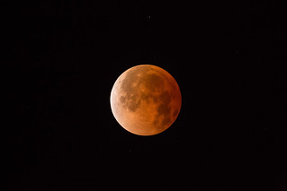 Blood Moon - Total Lunar Eclipse - April 15 2014 | by Hector Vilorio