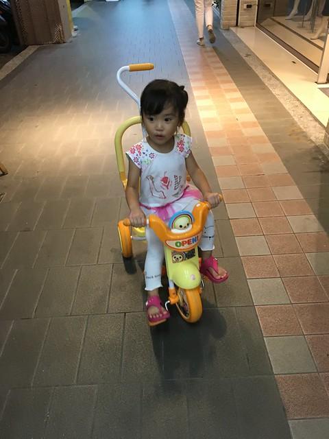 騎腳踏車 :D