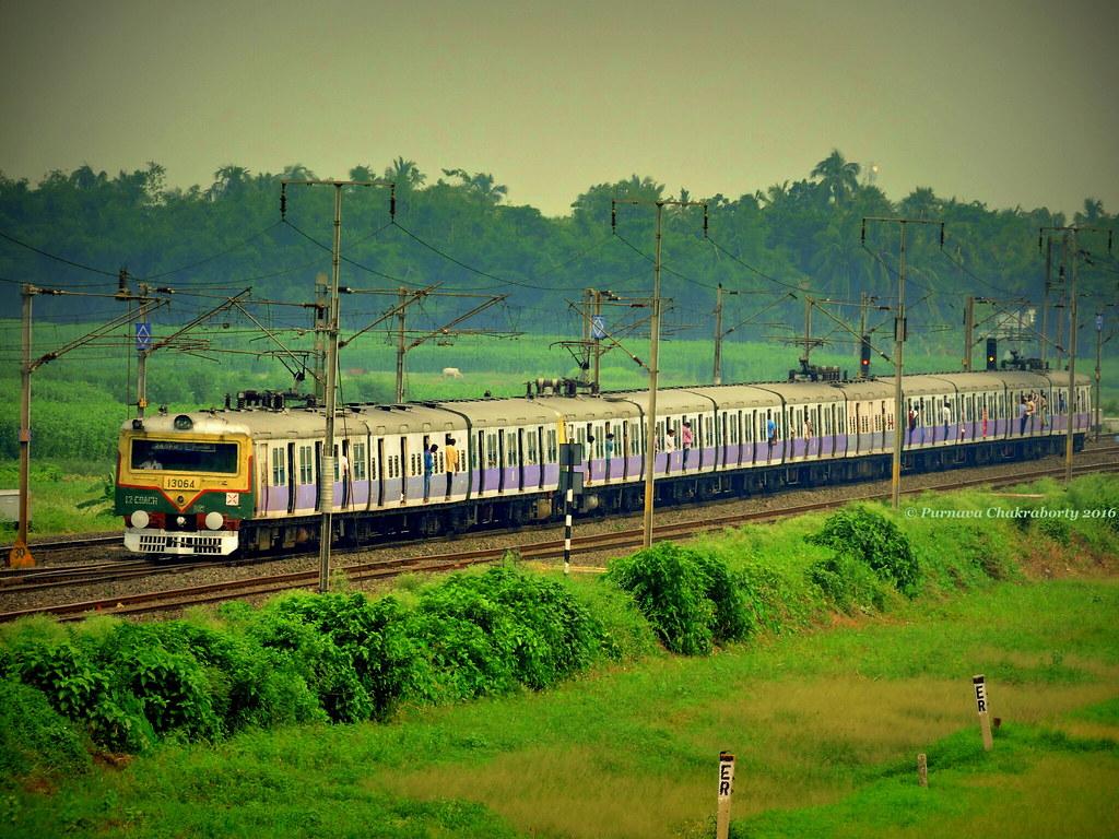 Indian Railways : Massive 12 coacher Howrah bound EMU train through rural Bengal under overcast sky !
