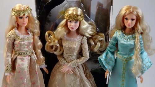 Jakks Aurora vs Disney Aurora - Royal Coronation Aurora, D ...