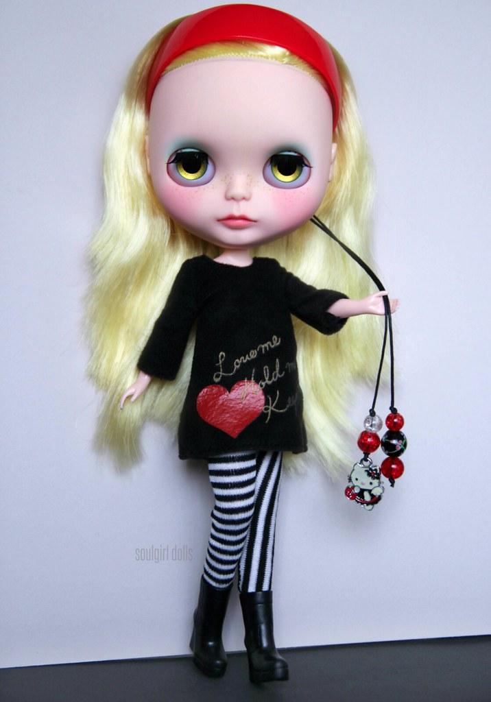 61f3c85391fa61 ... my latest custom girl  )