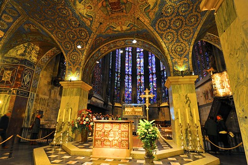 the altar of aachen cathedral with the tomb of emperor cha flickr. Black Bedroom Furniture Sets. Home Design Ideas