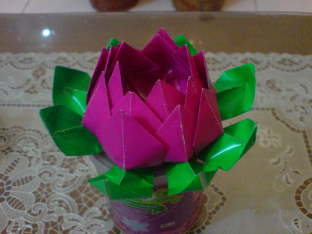 Origami Lotus Flower Lantern by OrigArti on Etsy | Origami star ... | 768x1024