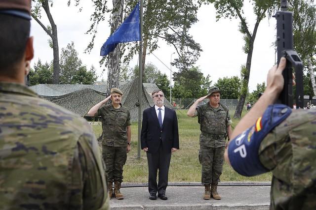Visita del embajador de España en Polonia y el segundo JEME a las tropas españolas de la VJTF desplegadas en Polonia