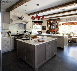 Jack Rosen Custom Kitchens - Traditional kitchen with white accents | by @Elmwoodkitchens