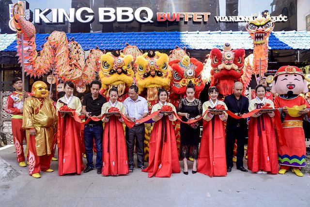 Alumni Hoang Tien Sy and Phung Thi Thanh Lan