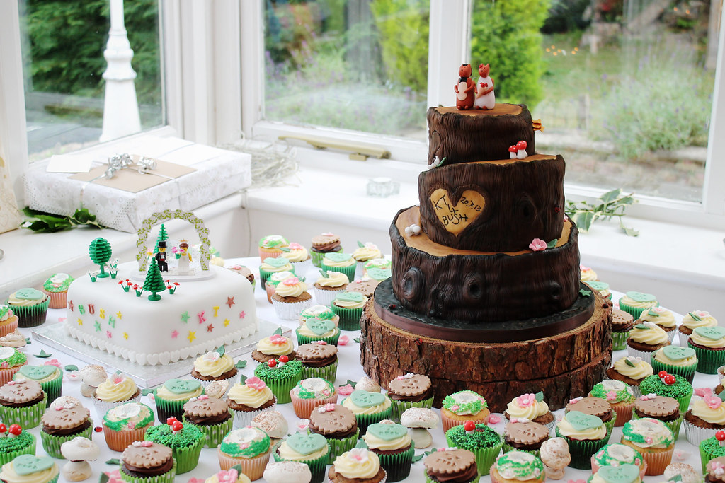 KT & Bush\'s Tree Trunk Wedding Cake & Cupcakes | A three tie… | Flickr