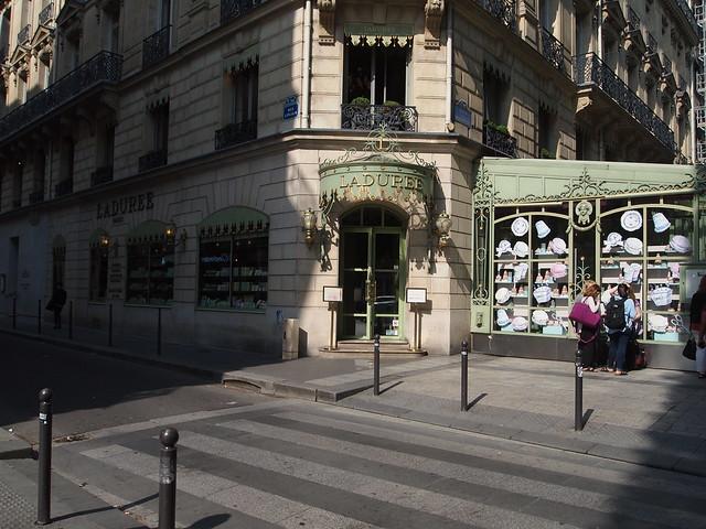 P5281814 シャンゼリゼ大通り L'Avenue des Champs-Élysées パリ フランス paris france