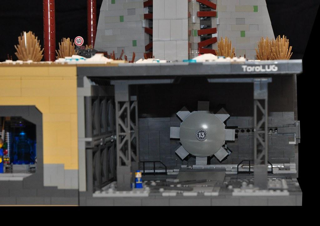 Fallout Vault Door fallout: new toronto (vault door) | yes the door does open a… | flickr