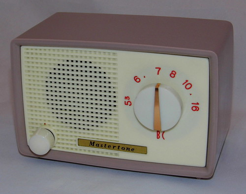 vintage mastertone small plastic table radio am band only. Black Bedroom Furniture Sets. Home Design Ideas