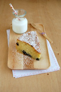 Blueberry and coconut cake / Bolo de coco e mirtilos | by Patricia Scarpin