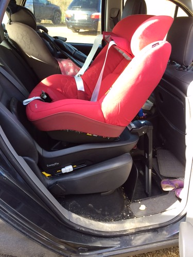 maxi cosi 2way pearl in a renault scenic 2006 securatot flickr. Black Bedroom Furniture Sets. Home Design Ideas