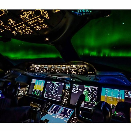 ✈️The northern lights as seen from the 787 flight deck!✈️ 📷Photo: @dannyjared📷 ➖➖➖➖➖➖➖➖:h