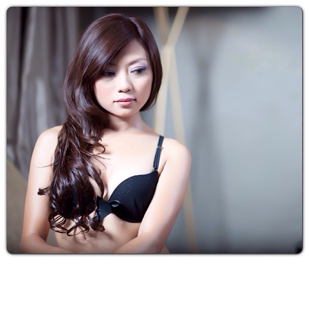girl Asian hairless