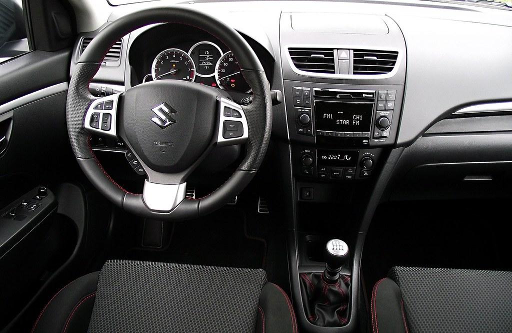 Suzuki Swift Sport FZ NZ 2013 Cockpit Interieur Innenraum