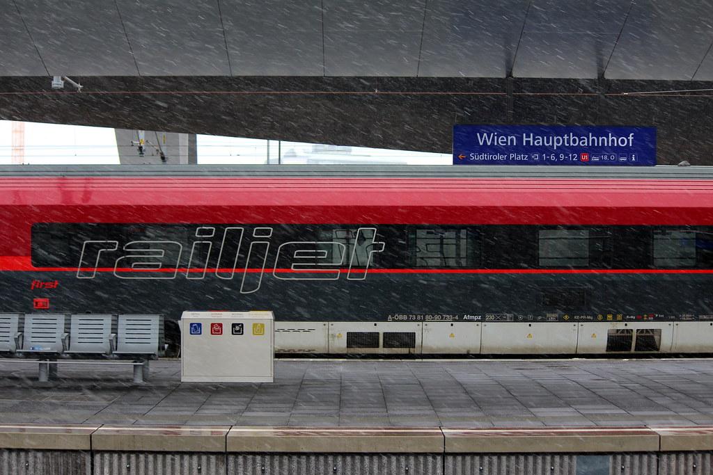 Snow is coming. Hauptbahnhof Wien.