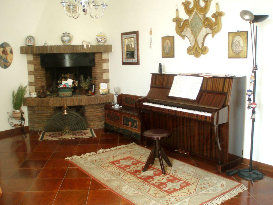 Vendesi Appartamento Amelia Umbria - Soggiorno con camino | Flickr