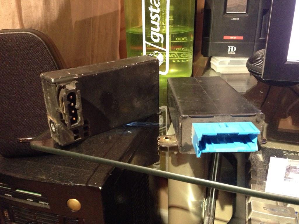 AUC sensor [left] (BMW Part # 64111390325) and AUC module … | Flickr