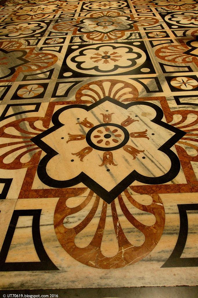 Dom Fußboden