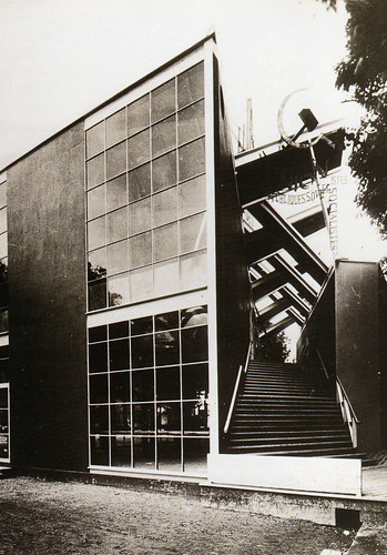 The soviet pavilion in paris 1925 for konstantin mel for Architecture urss