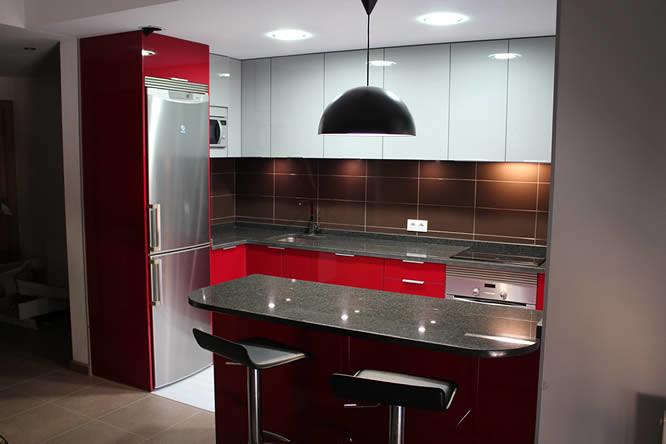 Diseño de cocinas en Getafe rey rojo con gris clarito gran… | Flickr