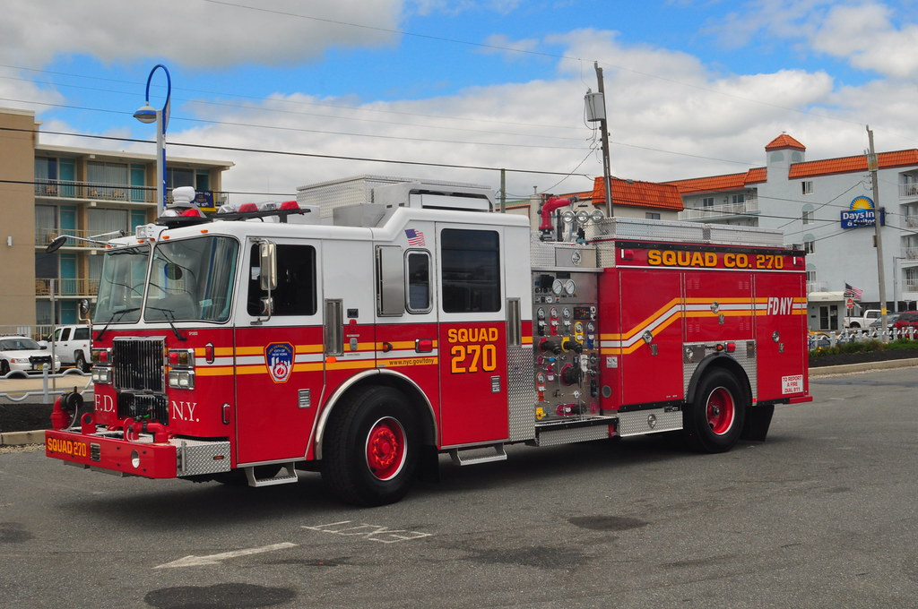 FDNY SQUAD 270 RETURNING TO IT'S QUARTERS IN THE RICHMOND HILLS ...