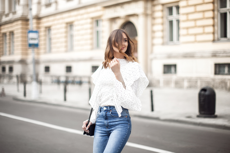 flare-sleeve-top-outfit-streets-tyle