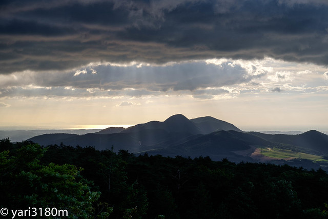 白石スキー場より青麻山を見る