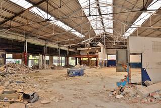 Garage de la porte dauphine urbex la rochelle thierry llansades flickr for Porte de garage grise la rochelle