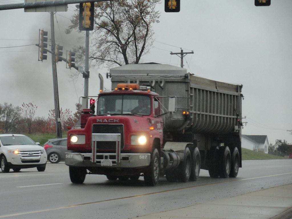 PublicServiceEquipmentFan Mack R Model Dump Truck