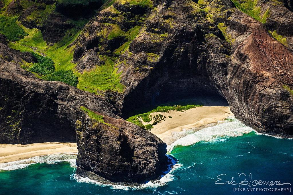 Honopu Beach, Kauai [2000x1331].