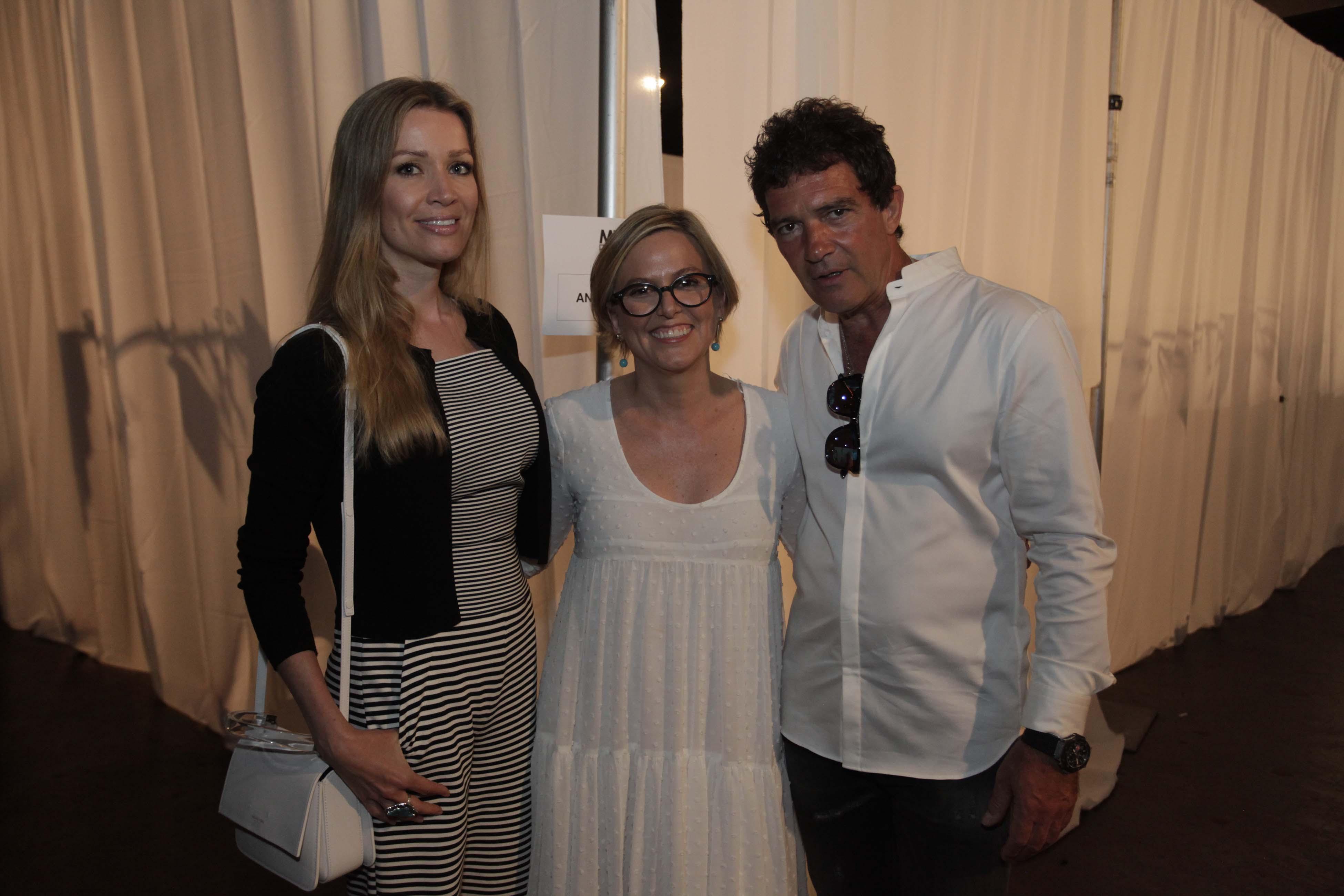 MIAFW_Núria Sardà con Antonio Banderas y Nicole Kimpel