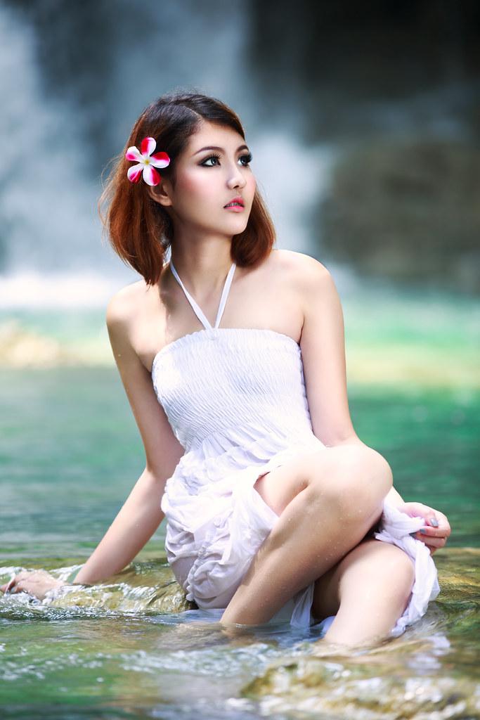 Naked lightskin very young asian girl
