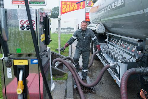 livraison de gaz dans une station service camion citerne flickr. Black Bedroom Furniture Sets. Home Design Ideas