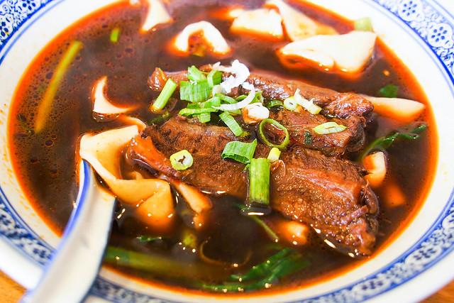 新竹/北區–新竹最有名牛肉麵店–段純貞武陵店