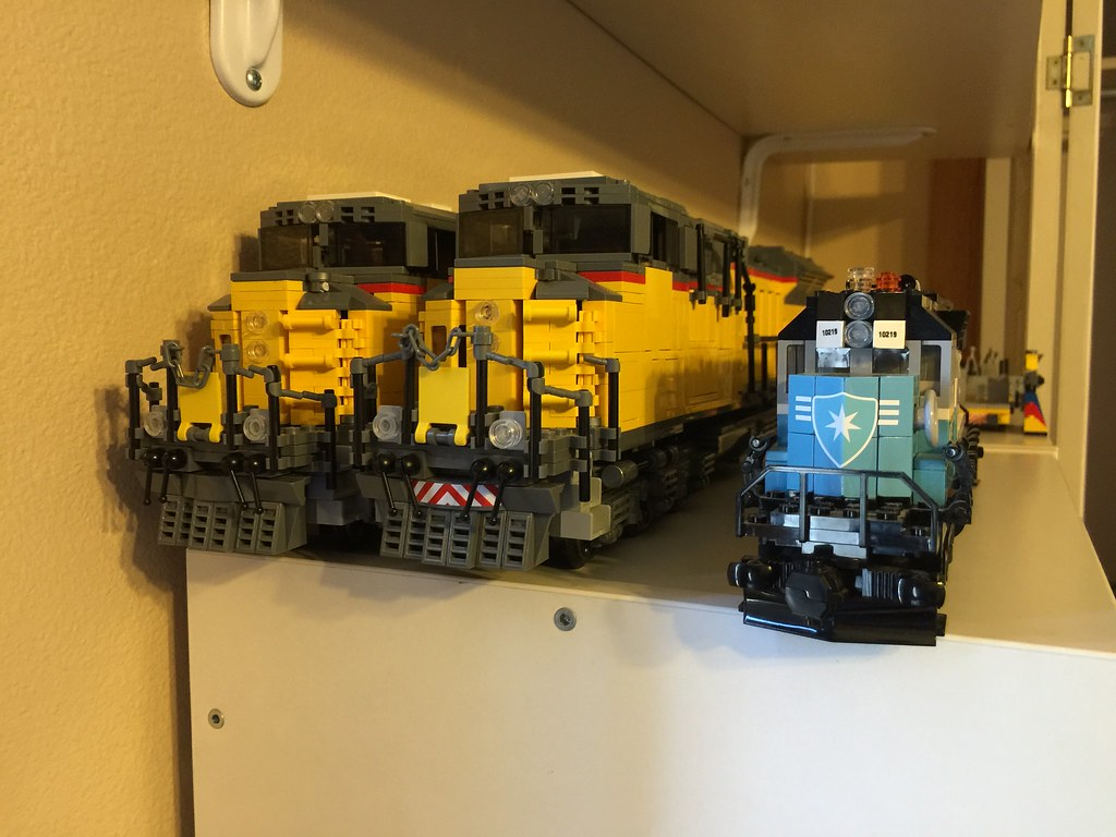 Moc Sd70 Ace Next To The Lego Maersk Train 8widelife Hah Flickr