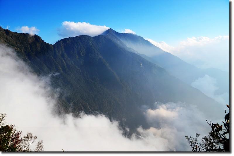 北大武山登山步道3.8K光明頂南眺南大武山
