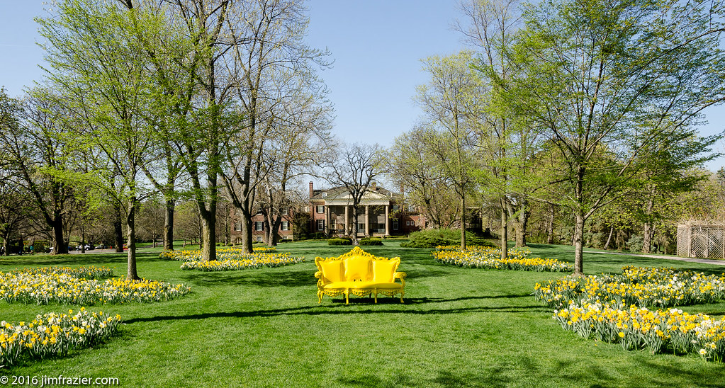 Yellow Couch at Cantigny | Cantigny Park Wheaton, Illinois A… | Flickr