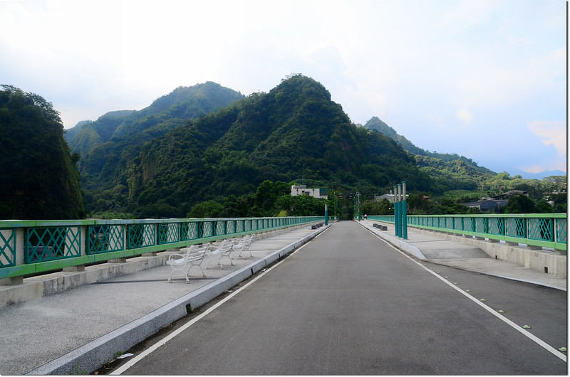 石灼橋眺望九九峰自然保留區