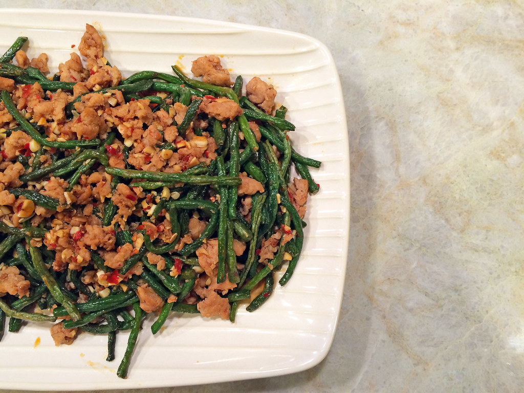 Sichuan dry-fried long beans