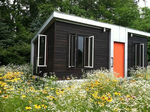 Thewoshoproject riddick09 vermont tiny house with compos for Small house heating systems