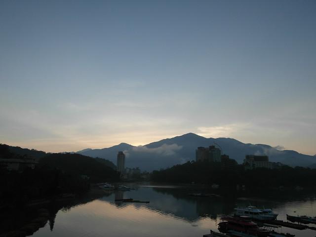 日月潭湖景房看日出