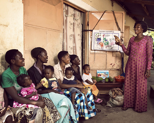 Betty teaches mothers with small children about nutrition | by World Bank Photo Collection