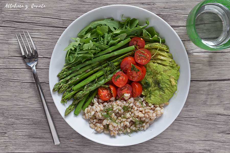 Barley asparagus salad with avocado